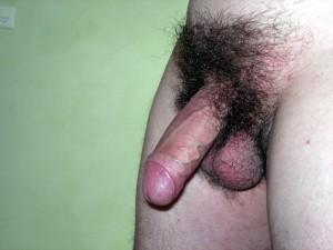 Moda pubica para chicos, polla con mucho pelo pene sin depilar, verga al natural